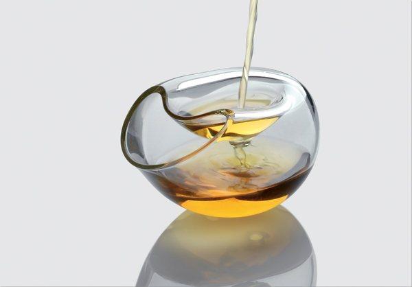 Bicchiere in vetro soffiato a meno per distillati, porta la firma del designer Leonardo Borra